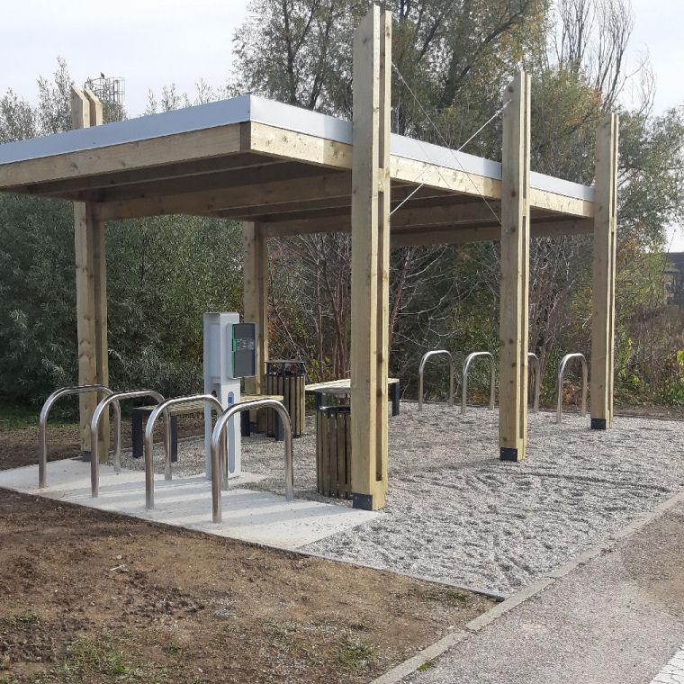Polnilna postaja za e-kolesarje v Lendavi